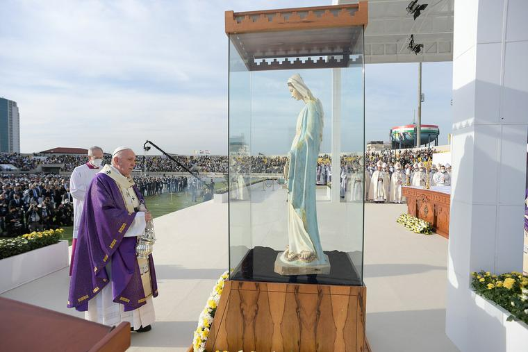 Pope Francis blesses Marian statue destroyed by ISIS in Erbil on March 7, 2021.