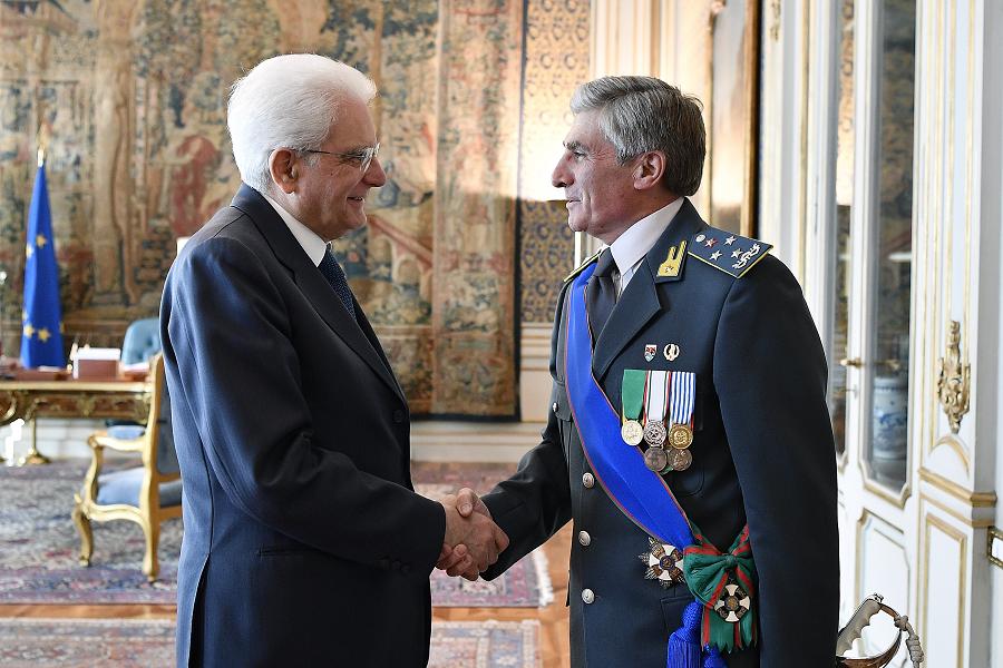 General Saverio Capolupo shakes hands with Italian President Sergio Mattarella at the Quirinal Palace in 2016.