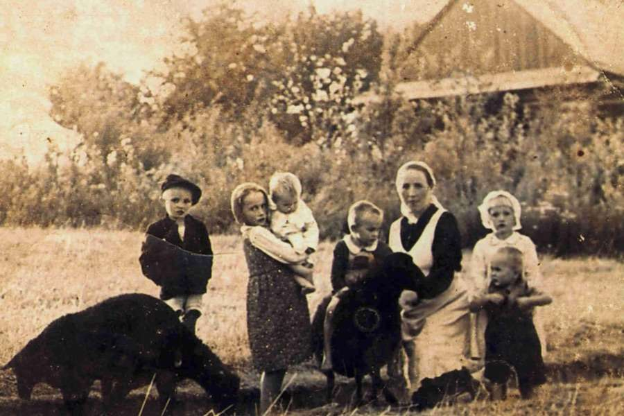 Wiktoria Ulma is shown with six of her children.