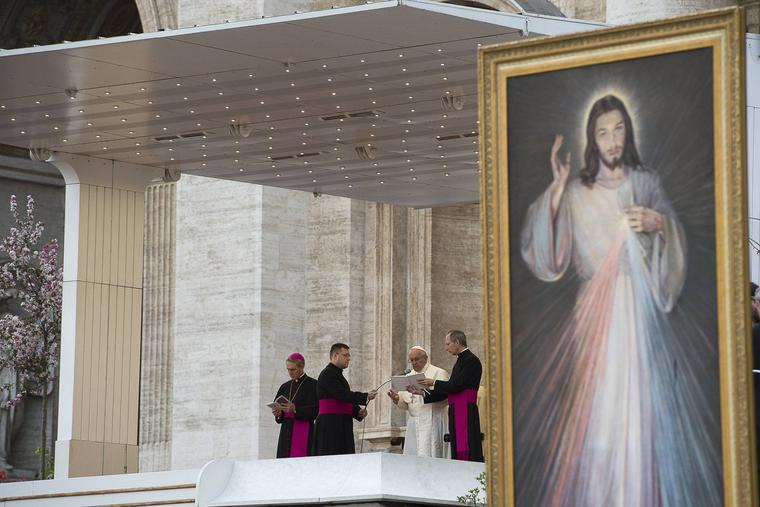 Pope Francis celebrates Divine Mercy Sunday in St. Peter's Square on April 8, 2018.