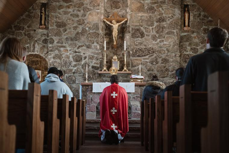 Parishioners at Mass amid the COVID pandemic.