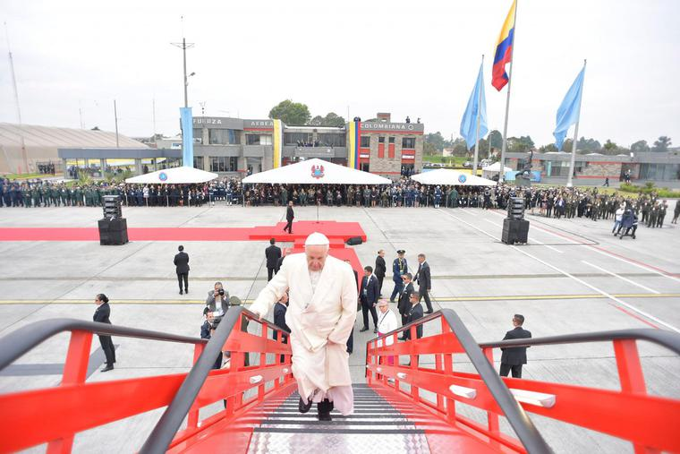 Pope Francis departs the Bogotá airport for Villavicencio, Colombia on September 8, 2017.