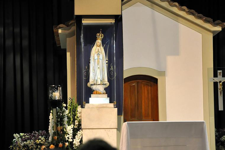 Image of Our Lady of Fátima in the Chapel of the Apparitions.