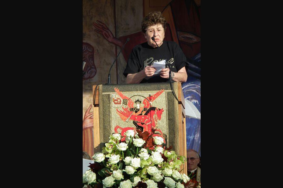Carmen Hernandez speaks at World Youth Day in Madrid in 2011.