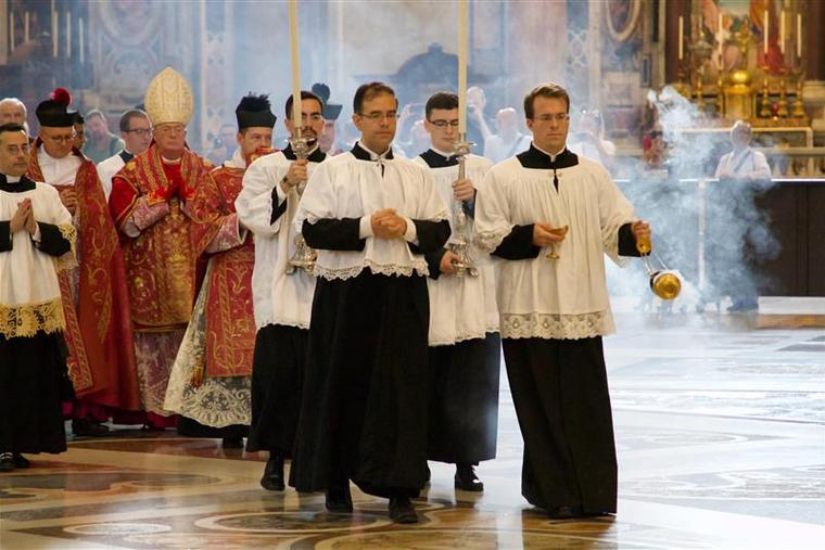 Pontifical Mass in the Vetus Ordo (Extraordinary Form) for pilgrims on the occasion of the tenth anniversary of 'Summorum Pontificum' inside St. Peter's Basilica, Sept. 16, 2017