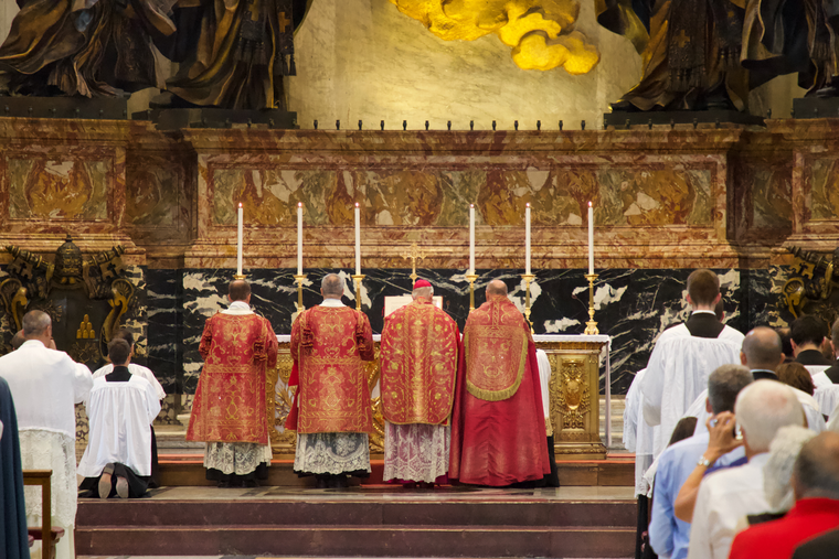 Pontifical Mass in the 'vetus ordo' (extraordinary form) for pilgrims on the occasion of the 10th anniversary of  'Summorum Pontificum' at St. Peter's Basilica, Sept. 16, 2017.