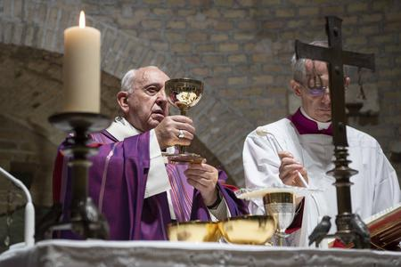 Pontifical Mass in the Vetus Ordo (Extraordinary Form) for pilgrims on the occasion of the tenth anniversary of Summorum Pontificum, St. Peter's Basilica, Sept. 16, 2017