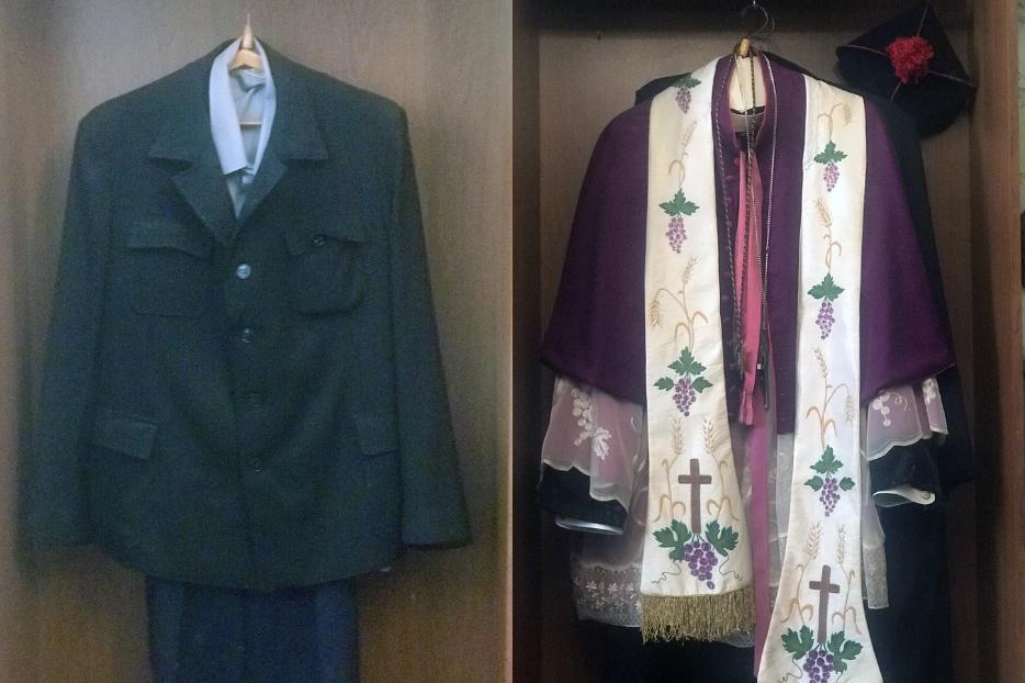 VESTUÁRIO SACERDOTAL.  As roupas de rua e as vestes do padre salesiano Tadeusz Hoppe estão expostas em uma salinha onde viveu e trabalhou sob a orientação do comunismo soviético.  Hoje é o museu paroquial.