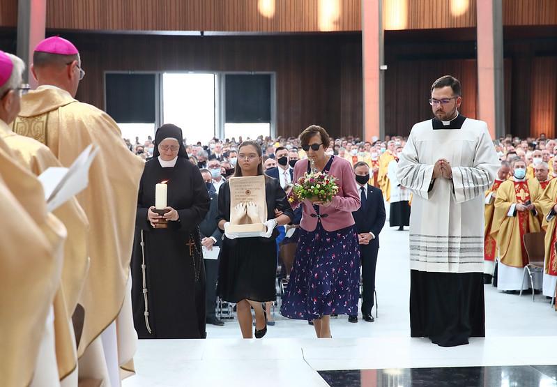 Reliquary of Blessed Elzbiata presented