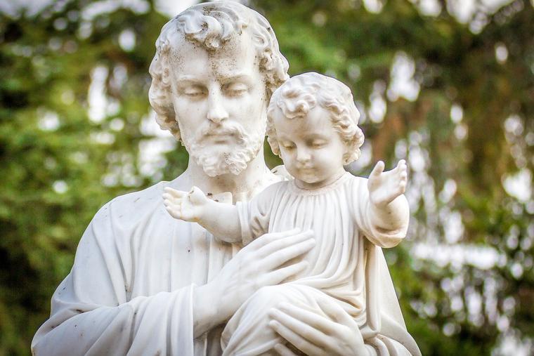 Statue of St. Joseph and Baby Jesus Photo