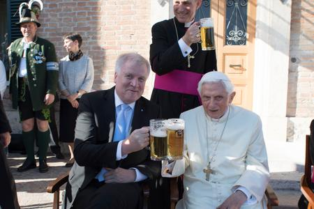 Benedict XVI is 'Full of Zest for Life,' Says Archbishop Gänswein