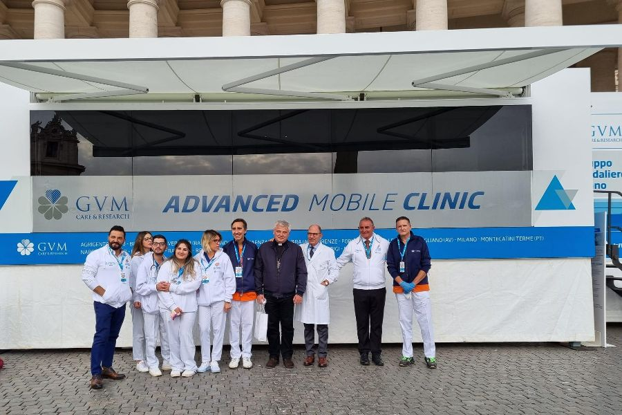 Mobile Heart Clinic Provides Free Visits to Poor in St. Peter's Square
