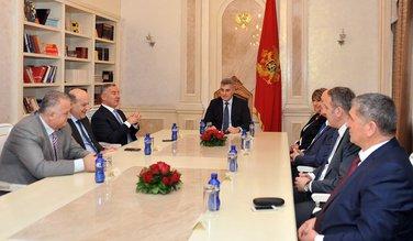 Ivan Brajović, Milo Đukanović, Manjinske partije