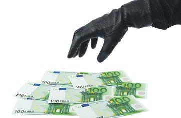 Krađa novca, Crna ruka, Novac