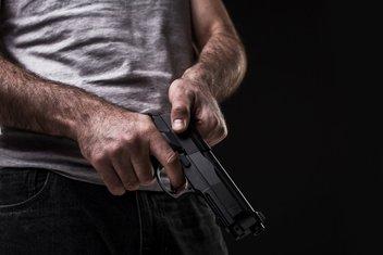 Čovjek, pištolj