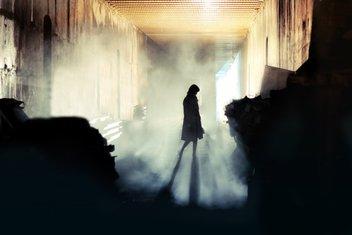 Žena, magla, špijunka