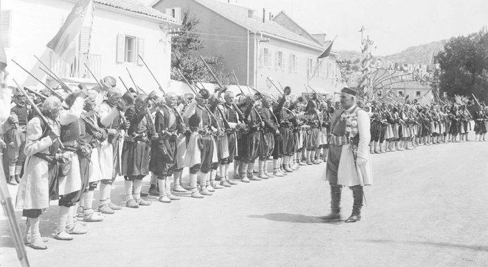 Kralj Nikola i veterani (Novine)