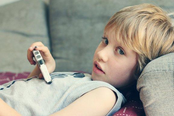 dijete sa smart telefonom