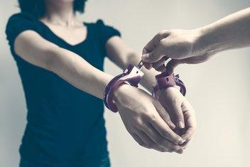 Žena, hapšenje
