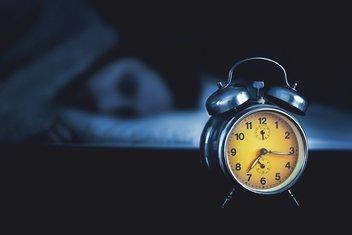 sat, spavanje, noć, alarm