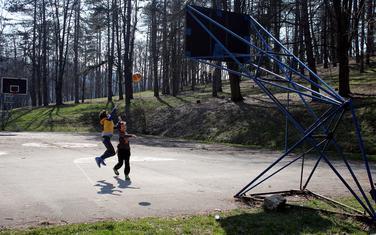 Djeca piče basket