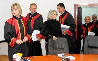 Rješavaju kreativno tumačenje zakona: Lopičić, Šćepanović, Iličković, Šarkinović i Gogić sa saradnicom US