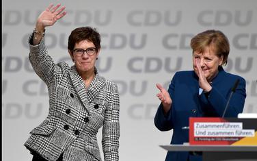 Anegret Kramp-Karenbauer i Angela Merkel