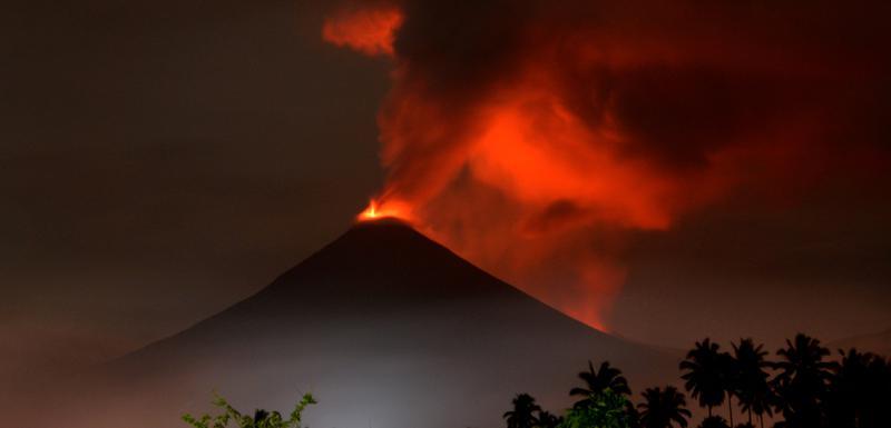 Sumnja se da je mogući uzrok cunamija klizanje morskog dna nakon erupcije vulkana Krakatau
