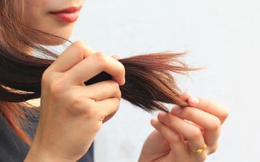 Oštećena kosa jedan je od simptoma