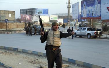 Pripadnik Bezbjednosnih snaga Avganistana na mjestu događaja