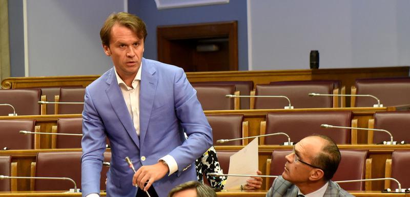 Konjević govori u Skupštini