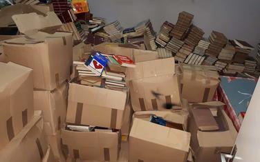 Poklonjene knjige čekaju mjesto u policama