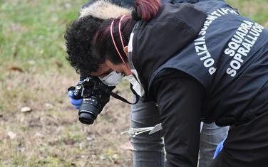 Italijanski policajci skupljaju dokaze oko stadiona u Milanu