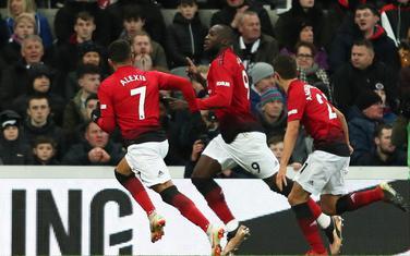 Slavlje fudbalera Mančester junajteda nakon gola Lukakua