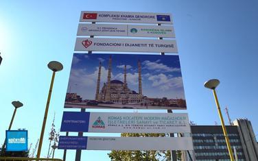 Neki negoduju zbog onoga što vide kao simbol dominirajućeg uticaja Turske