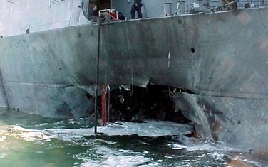 Razarač USS Cole 2000.