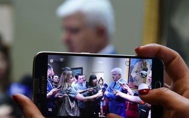 Vlada plaća račune za mobilne: Marković