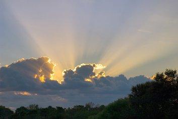 oblačno sa sunčanim intervalima