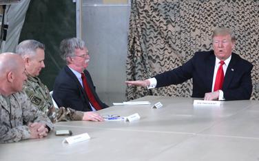Tramp i Bolton na sastanku sa američkim vojnim i političkim zvaničnicima tokom posjete Iraku