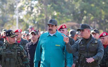 Maduro sa vojnim zvaničnicima na vojnoj vježbi u Valensiji