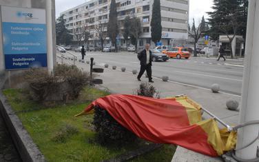 Kazna do 2.000 eura za one koji zastavu koriste kao prostirku ili zavjesu