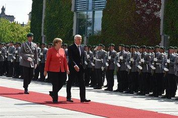 Angela Merkel, Duško Markvović