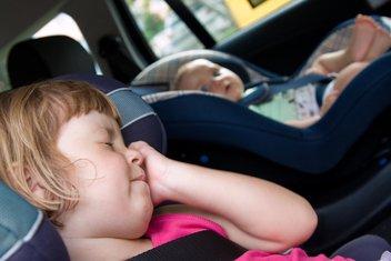 djeca u autu
