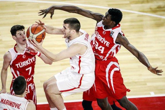 Crna Gora - Turska kadetska košarkaška reprezentacija