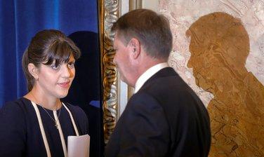 Laura Kodurta Koveši, Klaus Johanis
