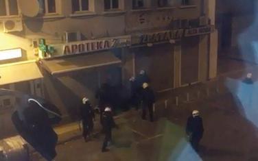 Policijska tortura u Zlatarskoj ulici, tokom protesta, 2015.
