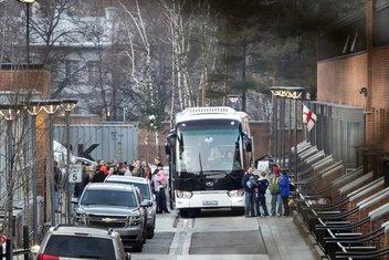 Autobus koji prevozi američke diplomate