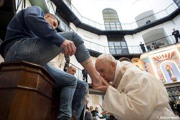 Papa Franjo zatvorenici