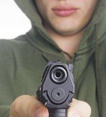 Pištolj, Napadač