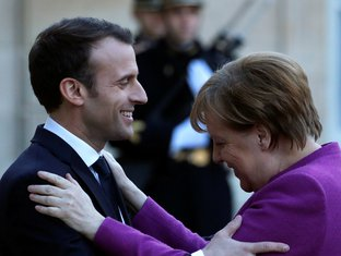 Emanuel Makron, Angela Merkel